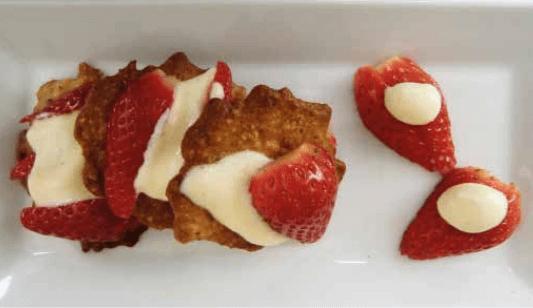 Mille-feuille de fraises à la mousse blanche